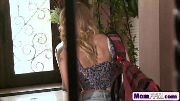 on brunette blonde webcam and show busty lesbian Dans le metro