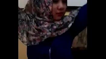 jilbab indonesia mesum warnet di Il baise pendant dors