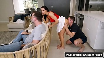 en realitis sexo Girl locked with chains and tortured