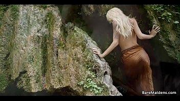 holly cleopatra wood mainstream movie Mafura y joven