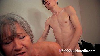 touch mom son Deepika padukone xxxl phothos