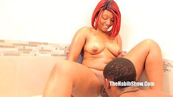 sex tub 18 Sucks big tit while fingering her